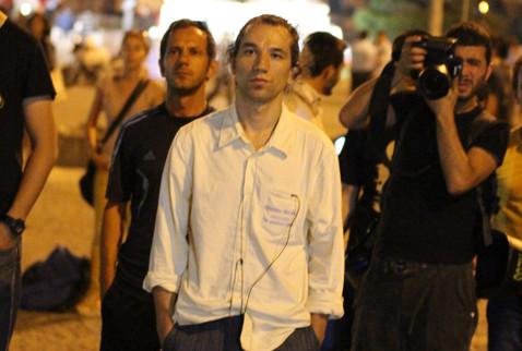 Τουρκία: Σιωπηλός και ακίνητος στην πλατεία Ταξίμ