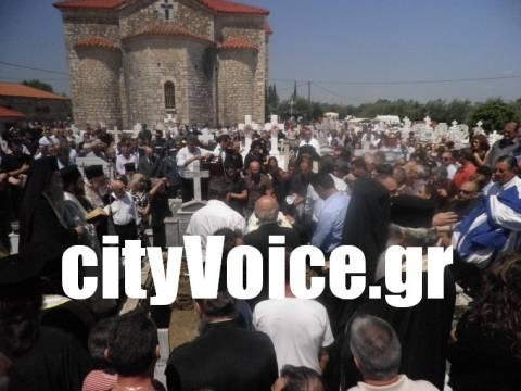 «Ήρωας» φώναζαν στην κηδεία του 37χρονου αστυνομικού