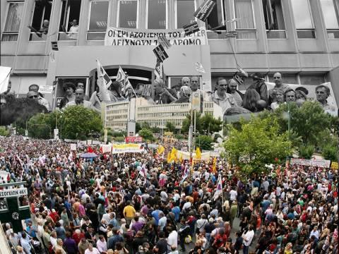 Συλλαλητήριο ΓΣΕΕ-ΑΔΕΔΥ έξω από την ΕΡΤ