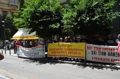 Φωτορεπορτάζ από τη συγκέντρωση διαμαρτυρίας έξω από το ΥΠΟΙΚ