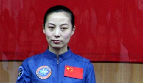 Κινέζα αυστροναύτης έδωσε διάλεξη στα σχολεία
