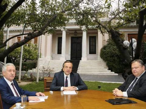 Σύσκεψη πολιτικών αρχηγών: Στην κόψη του ξυραφιού η κυβέρνηση