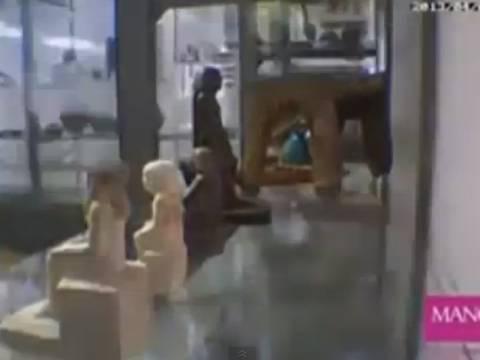 Ανατριχιαστικό βίντεο: Άγαλμα της εποχής Φαραώ κινείται μόνο του!