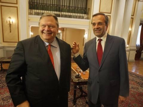 Ορκίστηκε η δικομματική κυβέρνηση - Το πρώτο υπουργικό Συμβούλιο