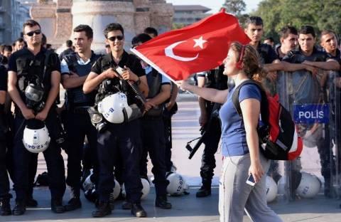 Τουρκία: Ξανά δακρυγόνα και αντλίες νερού κατά των διαδηλωτών