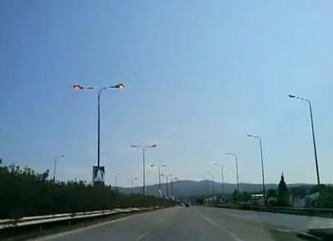 Θεσσαλονίκη: Τζάμπα καίει η λάμπα! (κυριολεκτικά)