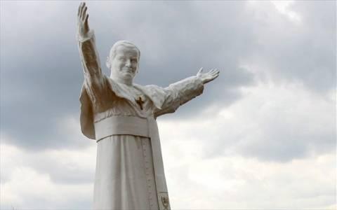 Βατικανό: Προς αγιοποίηση ο πάπας Ιωάννης Παύλος Β'