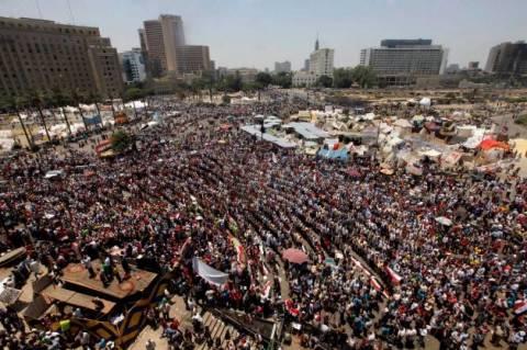 Αίγυπτος: Κρίσιμες οι επόμενες ώρες - Διαδηλωτές στην πλατεία Ταχρίρ