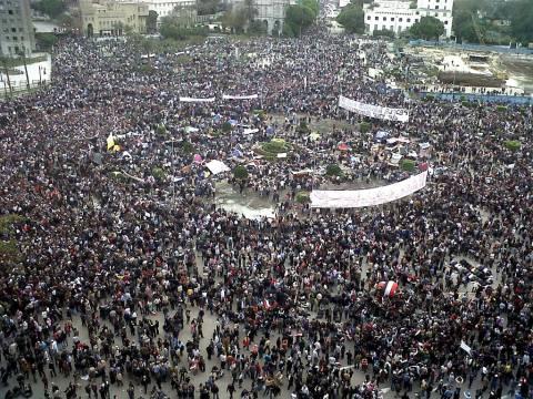 Αίγυπτος: ΔΕΙΤΕ LIVE τα γεγονότα στην πλατεία Ταχρίρ