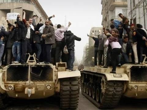 Aίγυπτος: Τανκς στους δρόμους του Καϊρου