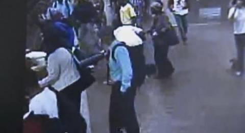 Βίντεο: Απίστευτη διάσωση επιβάτη που έπεσε στις ράγες του τρένου