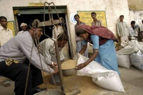Ευρύ πρόγραμμα επισιτιστικής βοήθειας για τους φτωχούς της Ινδίας