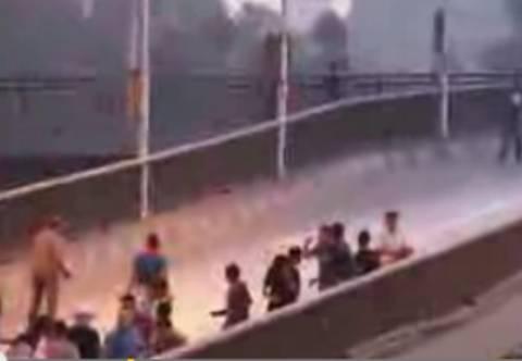 «Βροχή» οι σφαίρες στην πλατεία Ταχρίρ (vid)