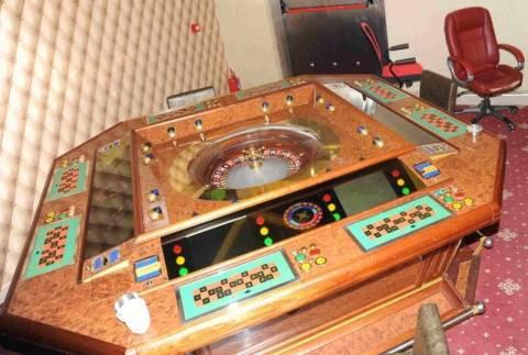 Συνελήφθησαν 19 άτομα σε παράνομο καζίνο στην Καλλιθέα