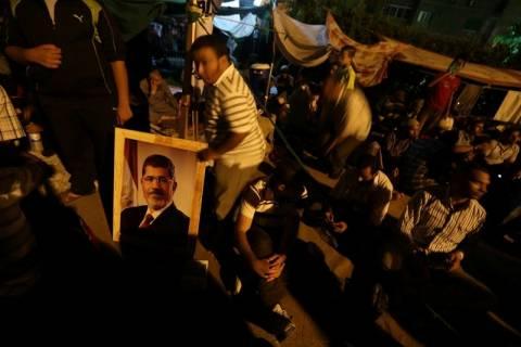 Αίγυπτος: Αιματοχυσία στο Κάιρο-Νεκροί οπαδοί του Μόρσι