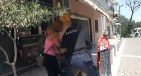 Βίντεο: Έφοδος της Αστυνομίας στην πορεία για τον Κ. Σακκά