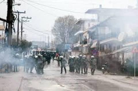 Ιερισσός: «Μάχη» των κατοίκων με τα ΜΑΤ