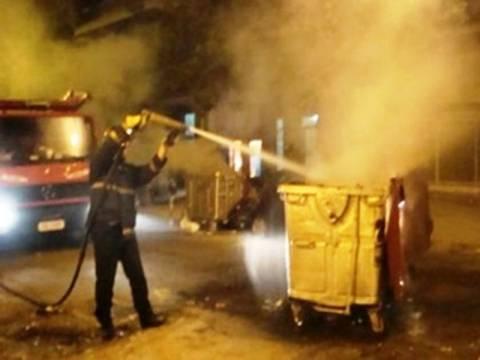 Φωτιά σε κλάδους απορριμμάτων στην πλατεία Κάνιγγος