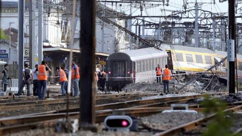 Γαλλία: Έξι νεκροί και 30 σοβαρά τραυματίες από τον εκτροχιασμό