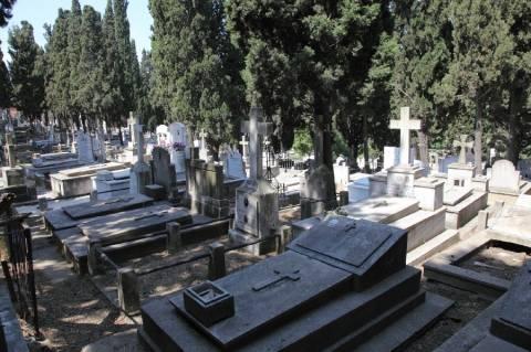 Θεσσαλονίκη: Έκλεβε καντήλια και θυμιατήρια από μνήματα
