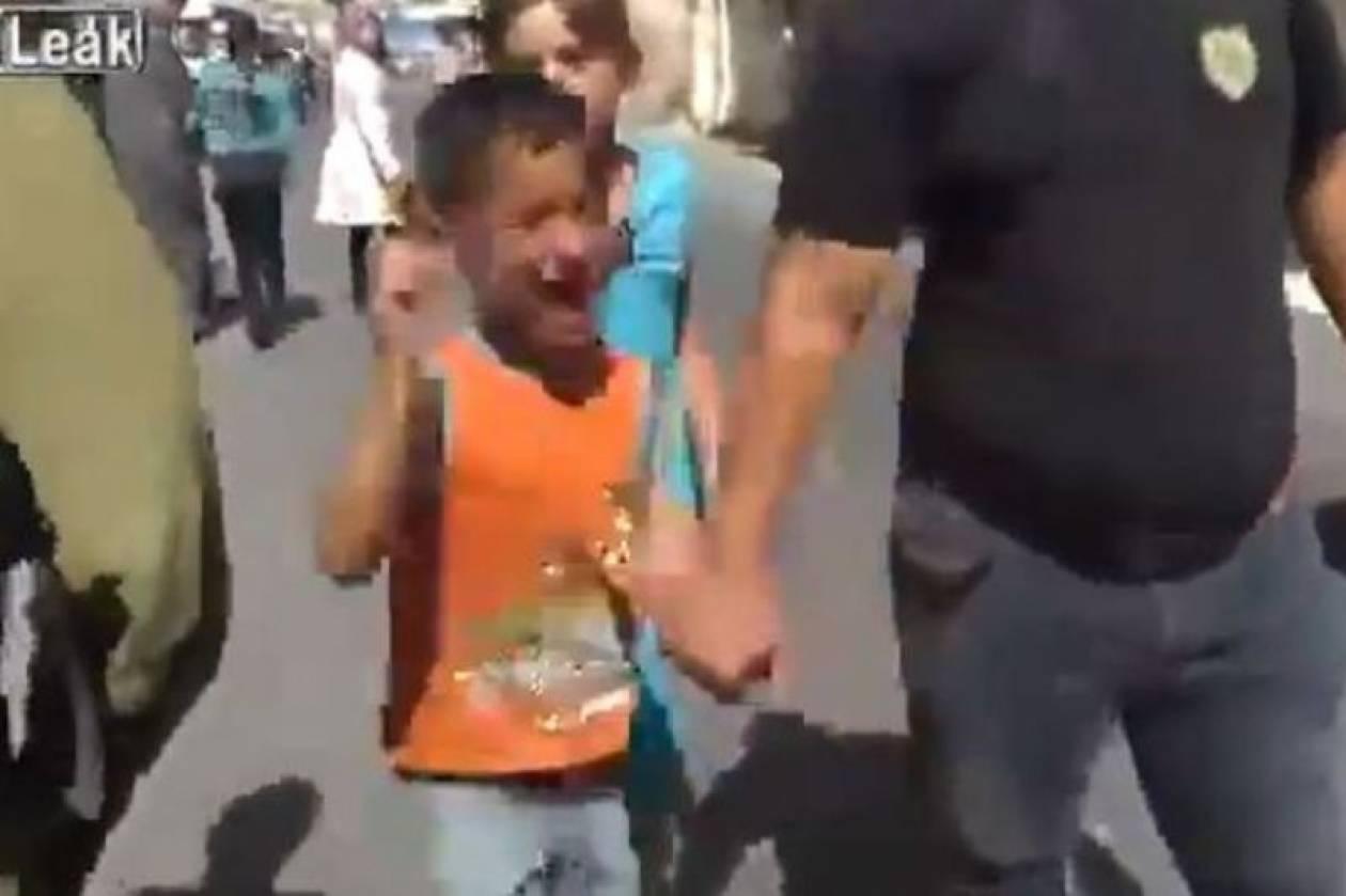 Πεντάχρονος Παλαιστίνιος σπαράζει κατά τη σύλληψή του (vid)
