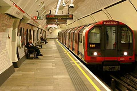 Δε θα πιστεύετε τι βρήκαν στο μετρό του Λονδίνου (pic)