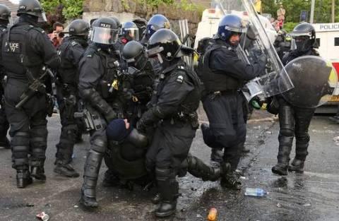 Μπέλφαστ: Νέα επεισόδια μεταξύ προτεσταντών και αστυνομίας