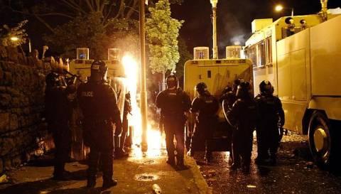Τρίτη συνεχόμενη νύχτα βίας και επεισοδίων στο Μπέλφαστ