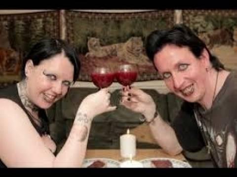 ΦΡΙΚΗ: Ζευγάρι βαμπίρ - Πίνουν κάθε εβδομάδα ο ένας το αίμα του άλλου