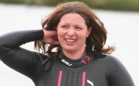 Κολυμβήτρια κατέρρευσε στη διάρκεια φιλανθρωπικού αγώνα