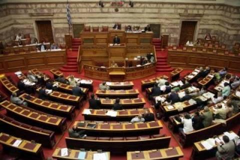 Σκληρή κόντρα κυβέρνησης-ΣΥΡΙΖΑ στη Βουλή