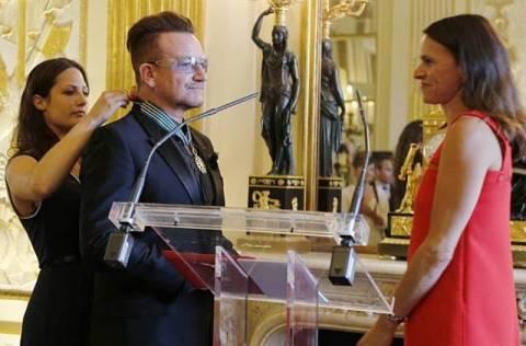 Το γαλλικό βραβείο πολιτισμού στον Μπόνο των U2