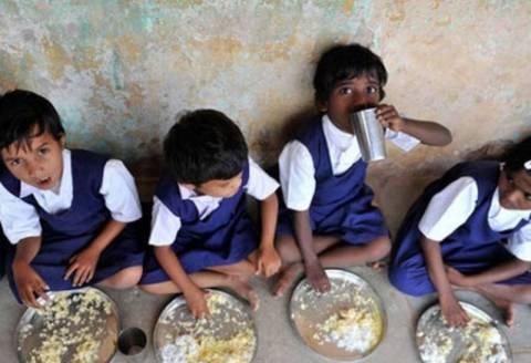 Ινδία: Τους 20 έφτασαν οι μαθητές που πέθαναν από δηλητηρίαση