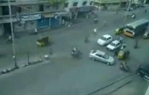 Aπίστευτο βίντεο: Δείτε πώς οδηγούν σε μεγάλο δρόμο χωρίς φανάρια
