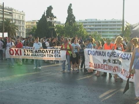 Σε εξέλιξη συλλαλητήριο διαμαρτυρίας στο Σύνταγμα (pics+vid)