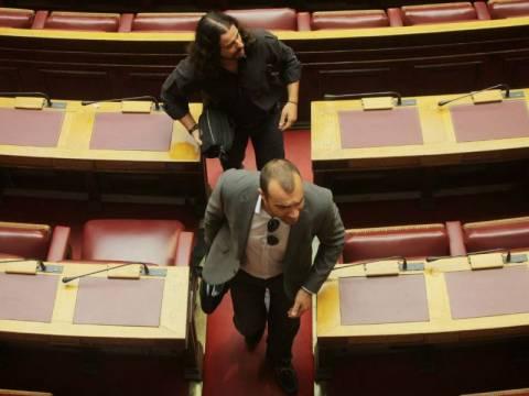 Άγρια κόντρα στη Βουλή