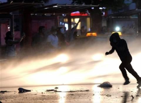 Τουρκία: Με ρόπαλα και αντλίες νερού απώθησαν τους διαδηλωτές