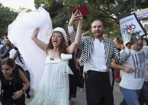 Τουρκία: Η αστυνομία διέλυσε γάμο διαδηλωτών στο πάρκο Γκεζί