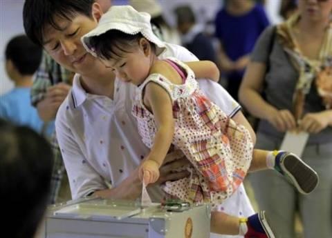 Η ιαπωνική κυβέρνηση ελπίζει σε ενίσχυση στις εκλογές