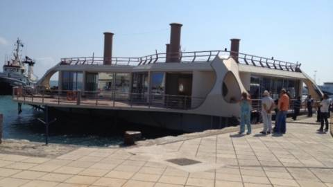 Πλωτό κέντρο διασκέδασης στο λιμάνι Ηρακλείου