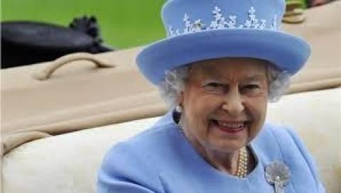 Ευτυχής η βασίλισσα Ελισσάβετ Β΄για τη γέννηση του βασιλικού βρέφους