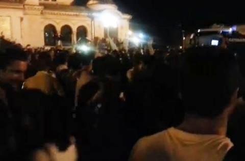 Βουλγαρία: Βουλευτές και υπουργοί πολιορκήθηκαν από το πλήθος (βίντεο)
