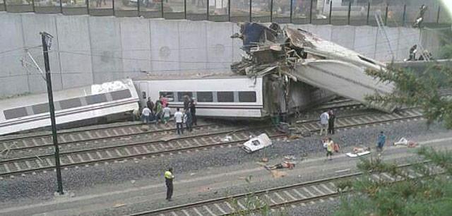 Ισπανία: Τουλάχιστον 24 νεκροί σε εκτροχιασμό τρένου (vid+pics)