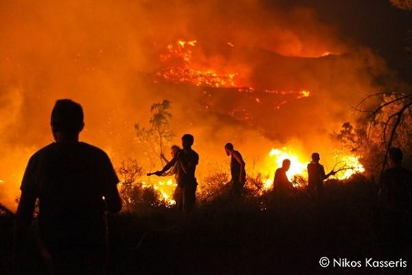 Φωτογραφίες από τις πρώτες ώρες της πύρινης επέλασης στη Ρόδο