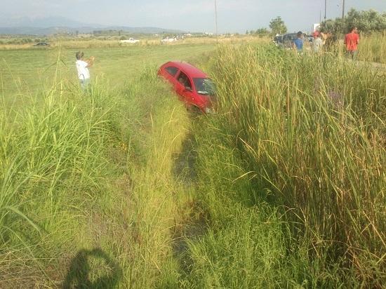 Αγρίνιο: Άγιο είχε 35χρονη που «προσγειώθηκε» σε χωράφι...(Pics+video)