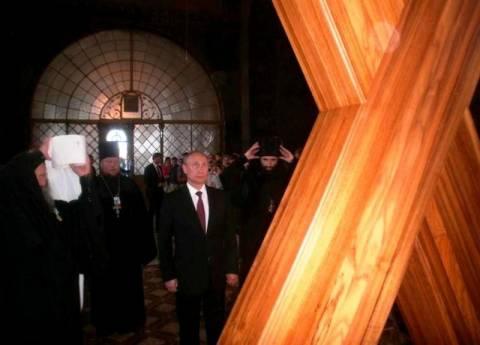 Ο Πούτιν προσκυνά τον Σταυρό του Πολιούχου της Πάτρας (pic+vid)