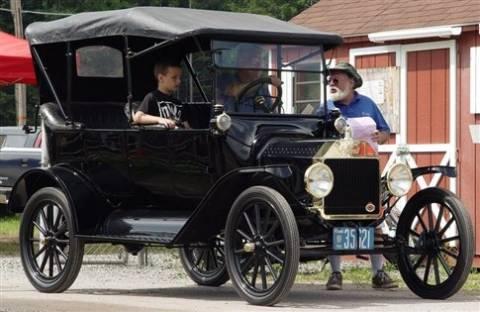 Την πάτησε ένα αυτοκίνητο του... 1915
