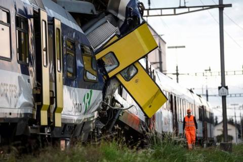 Σύγκρουση τρένων στην Ελβετία: Νεκρός ο μηχανοδηγός