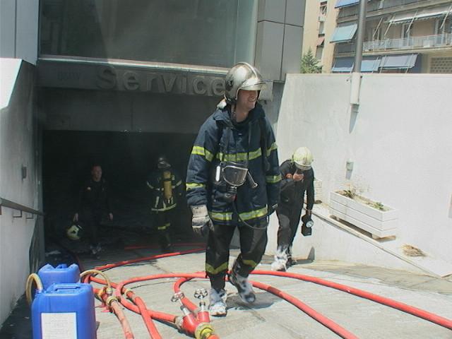 Μεγάλη φωτιά σε κτίριο στην Καλλιθέα (pics+vid)