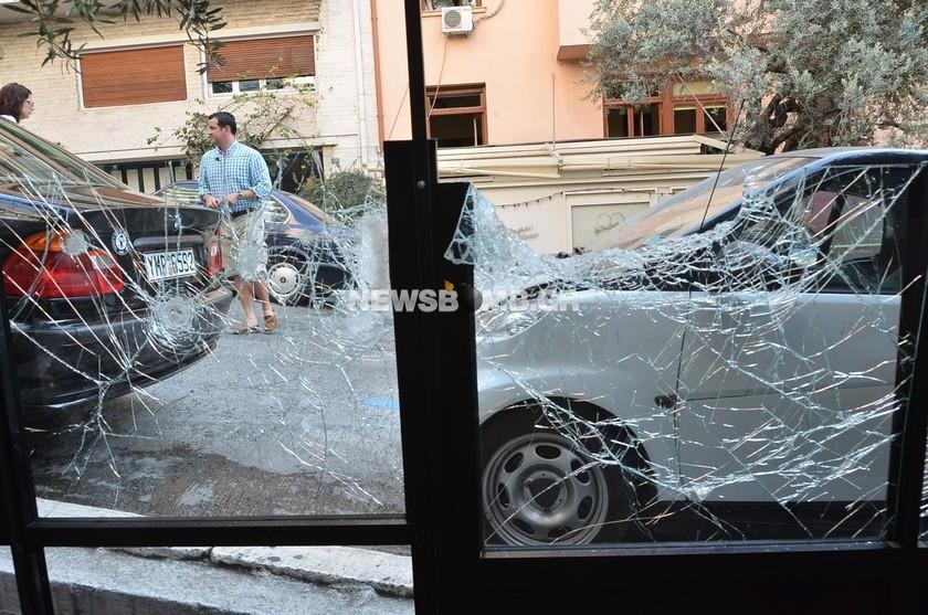 Πέταξαν βόμβα σε κατάστημα στο Κολωνάκι (pics+vid)